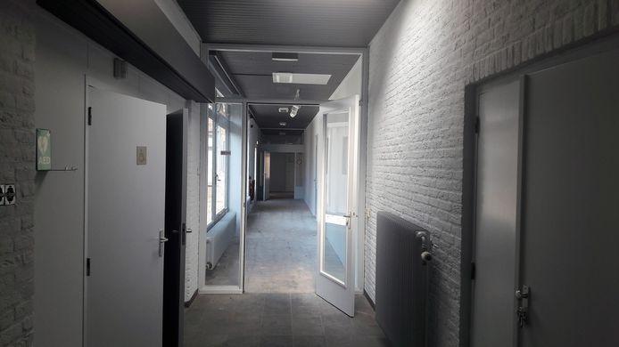 Kaatsheuvel, gang naar klaslokalen in De Westkant.