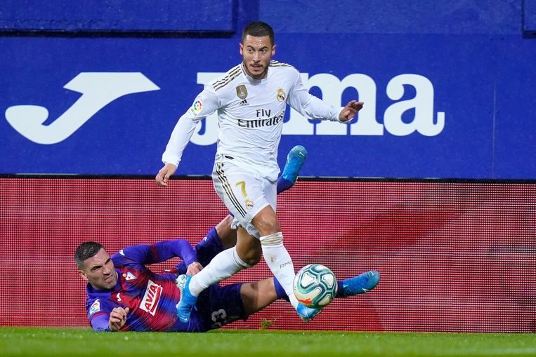 Eden Hazard aan de slag tijdens de heenmatch in Eibar.