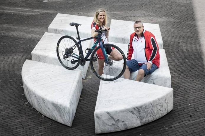 Evelyn Grimberg (links) en Chris van den Brink (rechts); het duo dat gaat fietsen voor hemofilie.