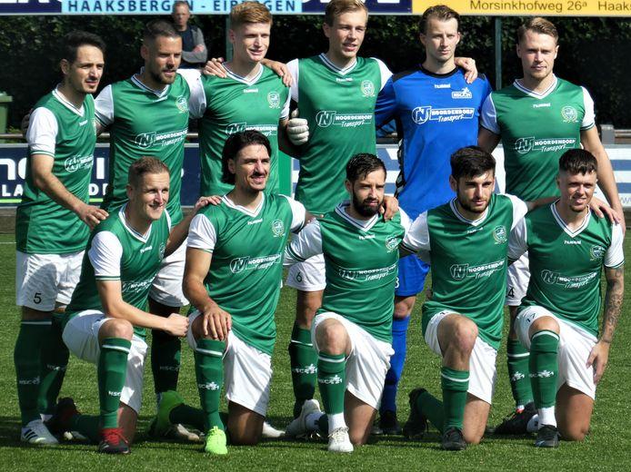 De nieuwe elftalfoto van HSC'21 zonder de deze week vertrokken Hongaar Rász.