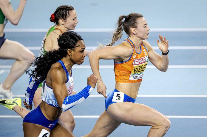Nadine Visser wint de 60 meter horden.
