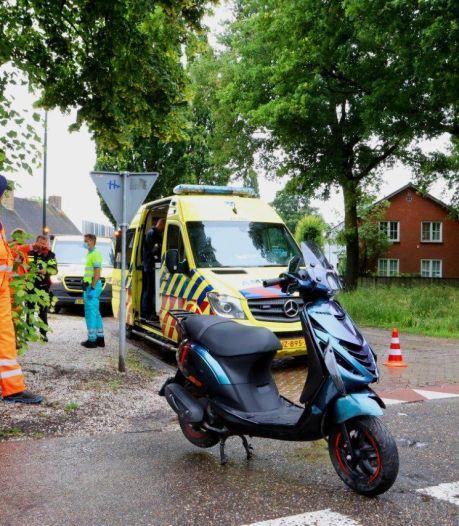 Jongen op scooter raakt gewond bij botsing met auto in Helvoirt