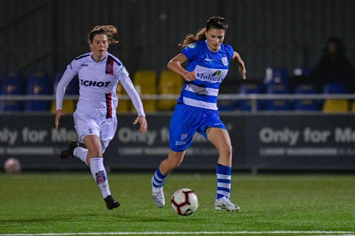 Aanvalster Danique Noordman kreeg in Alkmaar een week na het tekenen van haar eerste contract een basisplaats bij PEC Zwolle. Chantal Schouwstra is op achtervolgen aangewezen.