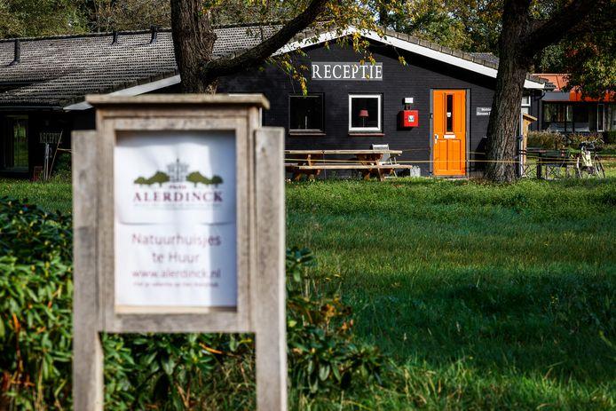 Asielzoekers in Nederland die besmet zijn met het coronavirus worden opgevangen worden in gebouwen op Park Alerdinck in het Overijsselse Laag Zuthem in de gemeente Raalte.
