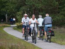 Zomerdrukte op smalle Veluwse fietspaden: 'Hoe houd je afstand op een pad dat 1,60 meter breed is?'