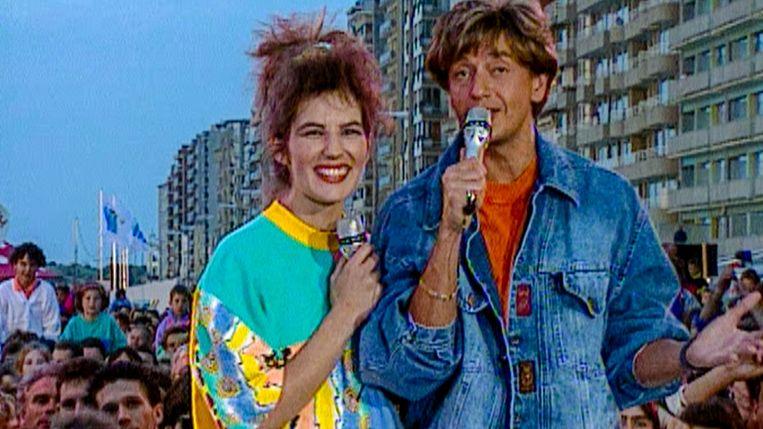 Bea Van der Maat en Willy Sommers in de begindagen van 'Tien om te zien'. 'Vóór VTM had ik het gevoel dat mensen ons vergeten waren, dat de Vlaamse showbizz op sterven na dood was', zei Sommers. Beeld VTM