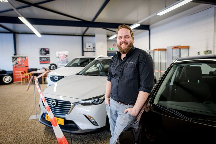 Met de komst van zoon Frank in het familiebedrijf waaide er een frisse wind door het autobedrijf.