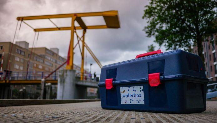 De Amsterdammers krijgen een proefjesdoos mee met verschillende instrumenten.