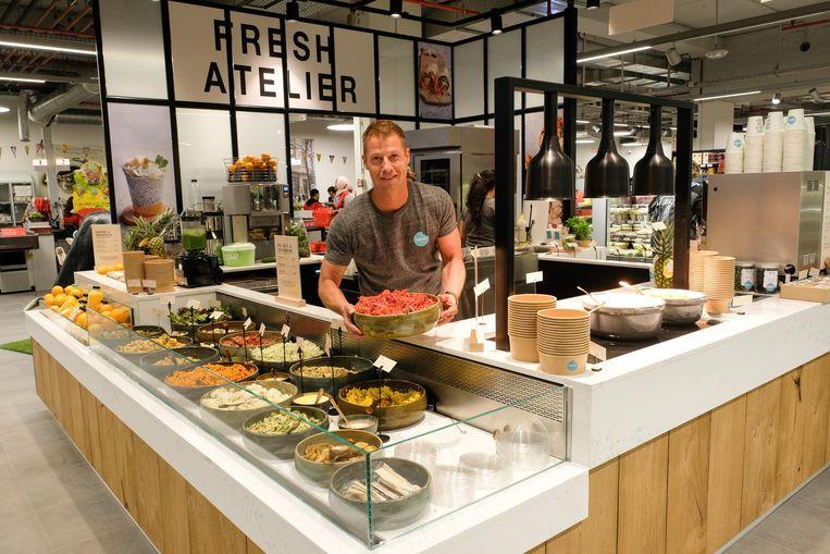 CEO Lieven Vanlommel aan het food-eiland.