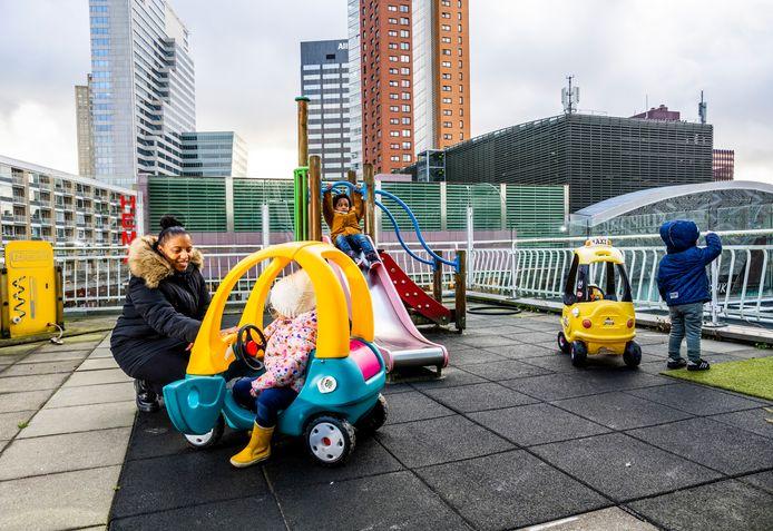 De buitenspeelruimte van Kinderopvang De Droomplaats aan het Rodezand in het centrum van Rotterdam.
