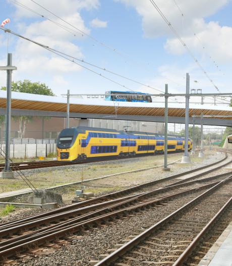 Veel hinder voor treinreizigers door werk aan busbrug in Zwolle