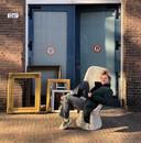 Anouk Klarenbeek verkoopt allerlei soorten 'parels': van vazen tot spiegels en lijsten.