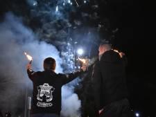 'Rivalen' samen één bij fakkeloptocht door Scheveningen: 'Zit een stukje woede onder de mensen'