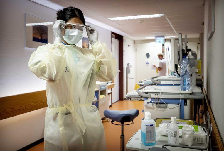 De coronafdeling van een ziekenhuis in Den Haag. De coronacrisis laat volgens artsen zien hoe belangrijk aandacht voor leefstijl is. Beeld ANP