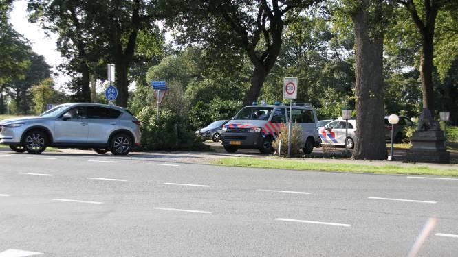 Twee personen aangehouden bij Holten na vondst wapen in auto