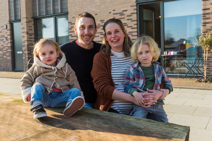 Dave van Ham, zijn vrouw Eveline en hun kinderen Beertje en Bent.