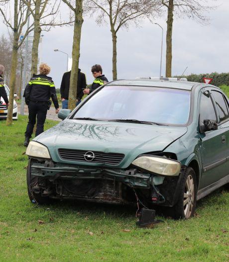 Man rijdt rechtdoor over rotonde in Nijkerk, mogelijk onder invloed