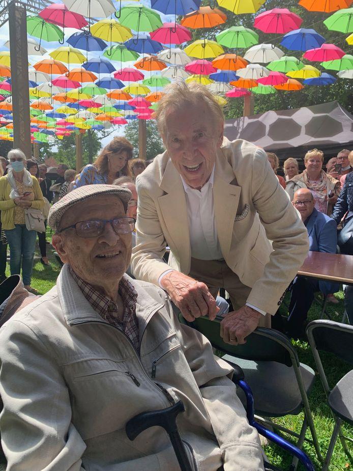 Een bijzondere reünie: Herman Deygers (94) en zijn vroegere buurjongen, die toen nog gewoon Arthur Blanckaert heette.