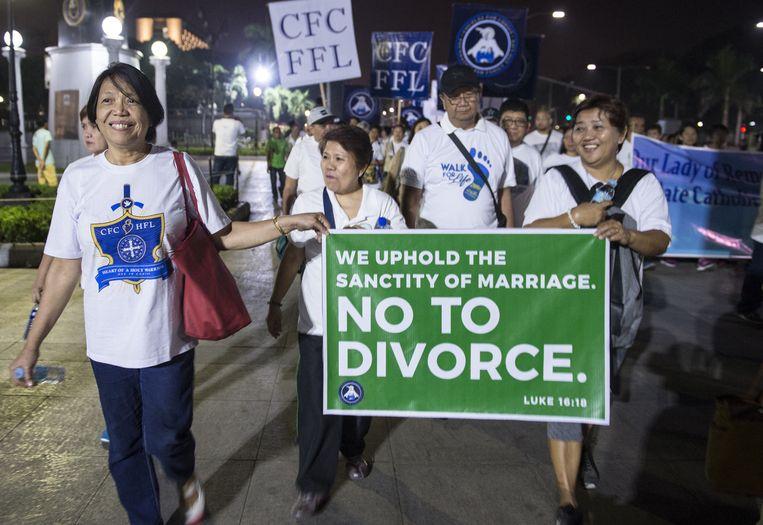 Filipijnse katholieken protesteren tegen het recht om te scheiden. Beeld AFP