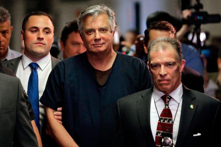 Paul Manafort (midden) in een New Yorkse rechtbank in 2019. Beeld AP