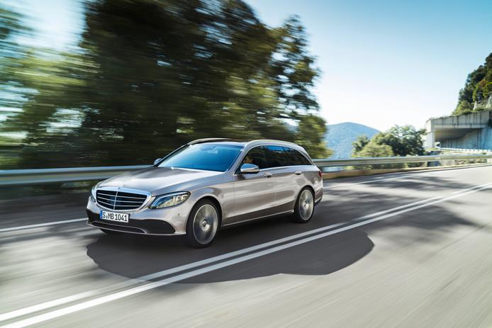 De Mercedes-Benz C-Klasse is volgens het onderzoek net zo schoon als een elektrische auto