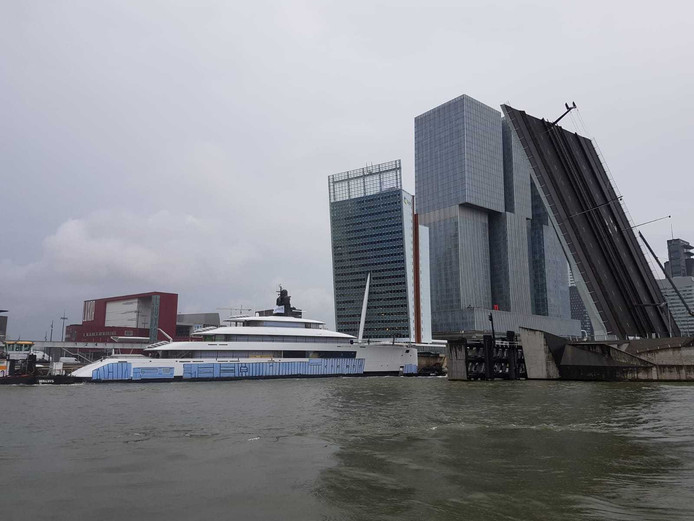 Project 818 komt aan in Rotterdam.