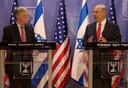 John Bolton naast Benjamin Netanyahu.
