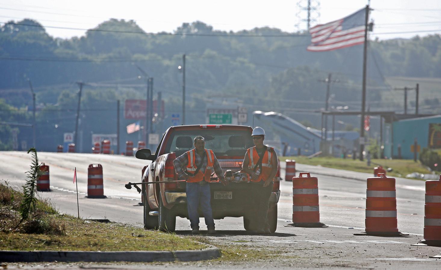 Wegwerkers nemen pauze in de volle zon in Texas. De staat gaat momenteel gebukt onder een hittegolf.