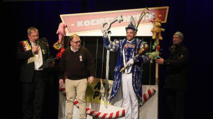 Het feest kan beginnen: Dozje geeft prins Meyst de sleutel van het stadhuis