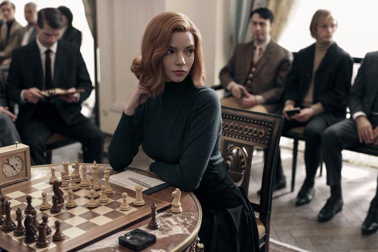 Anya Taylor-Joy schittert als Beth Harmon 'The Queen's Gambit. Beeld CHARLIE GRAY/NETFLIX