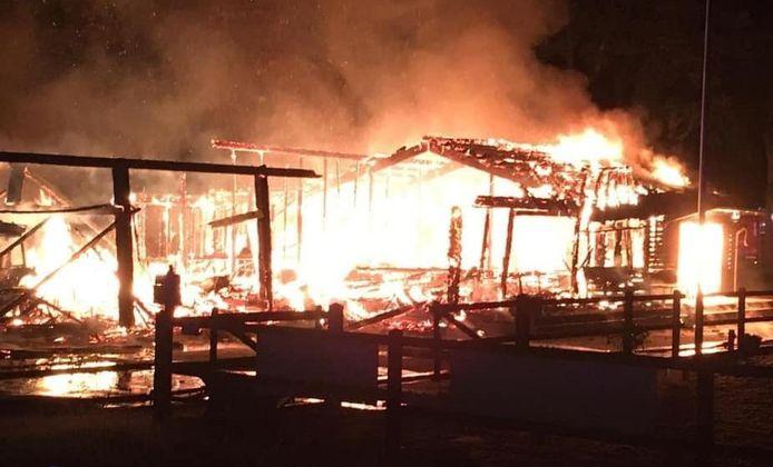 De felle brand in de gebouwen van de Hamelandse Ruiters.
