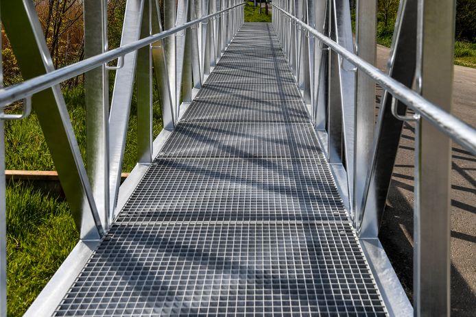 Ook de bruggen werden breder gemaakt en zorgen voor meer veiligheid.