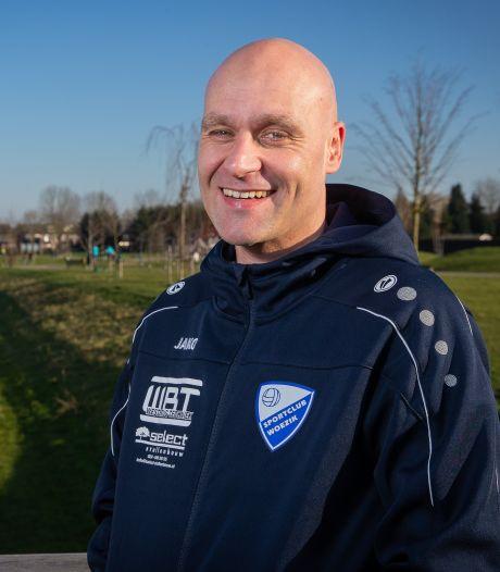 Lokhoff blijft trainer Woezik en is opnieuw op zoek naar speelsters