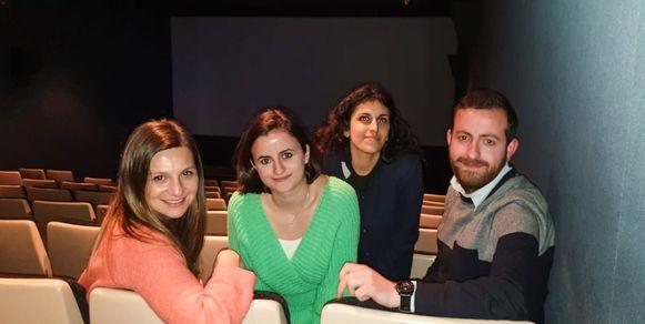 Madlen Aslanyan, Lena Chatchatrian, Jelena Pogossyan en Edisson Chatchatrian in een zaal van de Budascoop. Ellen Bagdasarian uit Menen ontbreekt op de foto.