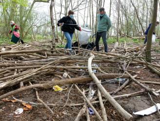 """Natuurpunt maakt statement met opruimactie na aanhoudend vandalisme in Peutiebos: """"Doorn in oog van vrijwilligers die bos onderhouden"""""""