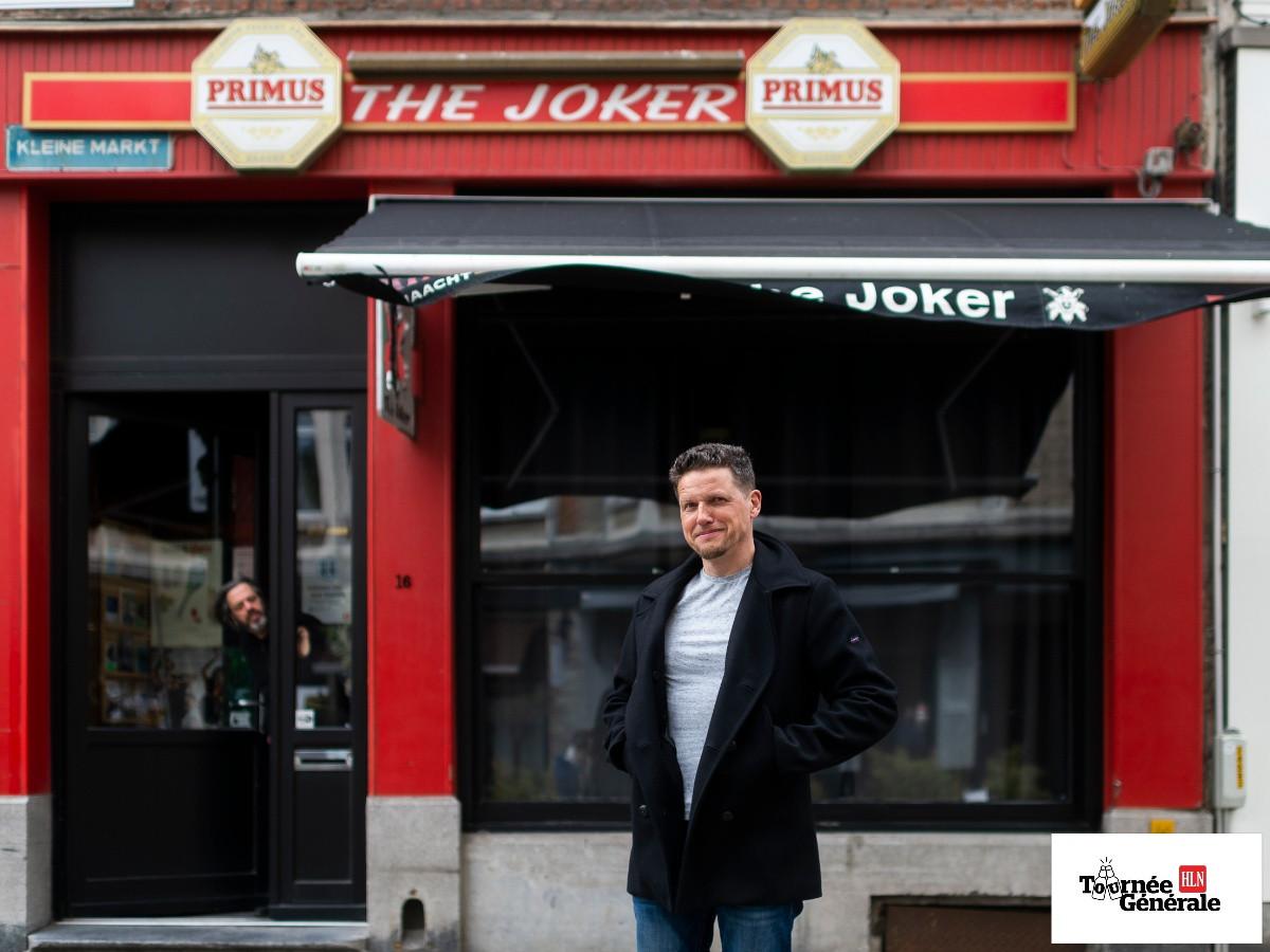 Michael Van Peel voor café The Joker.