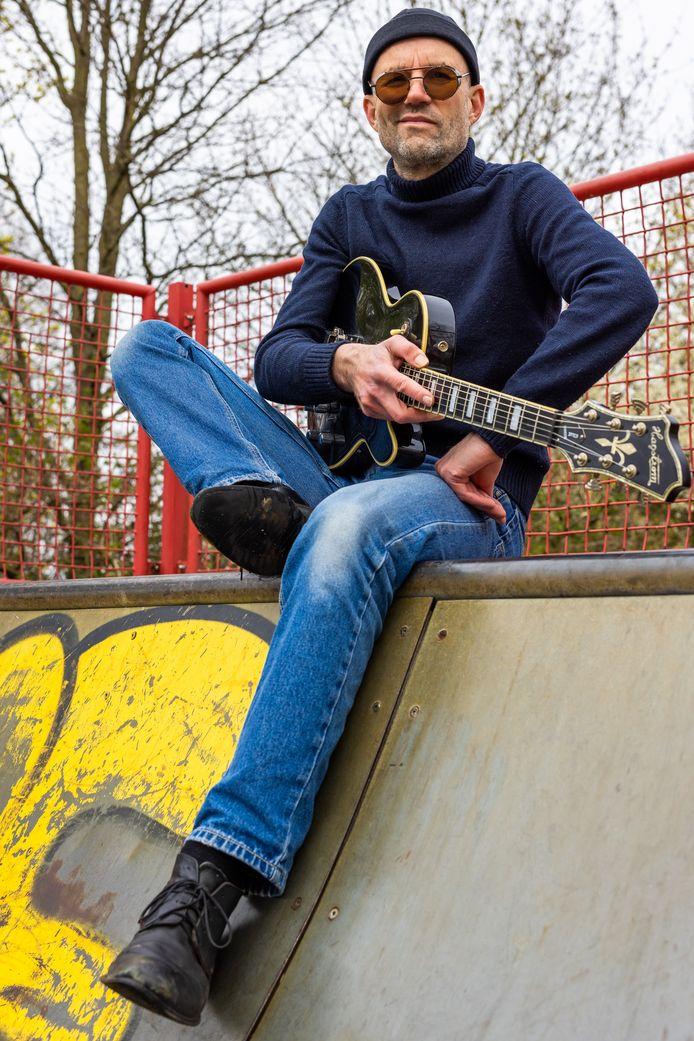 Singer-songwriter Tonny de Rouw uit Kerdriel.