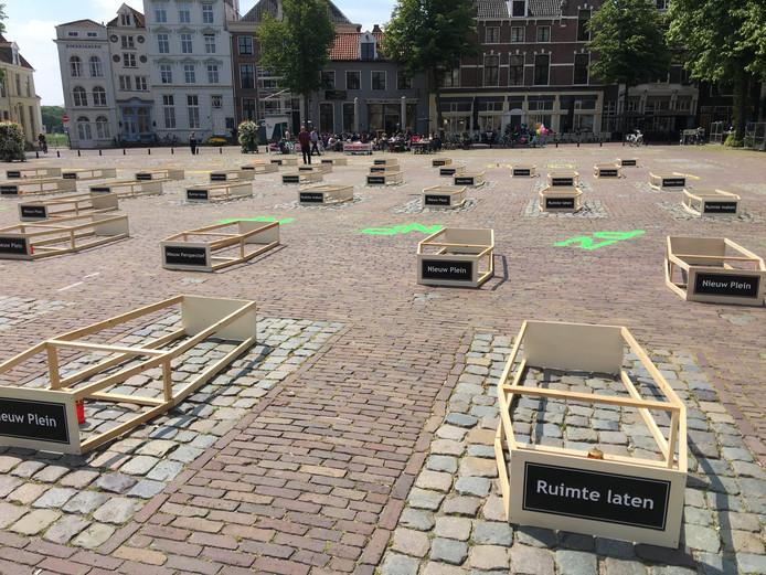 Doodskisten op het Grote Kerkhof in Deventer. Het definitieve afscheid van het terrein als parkeerplaats. Maar de vraag is nu: wat komt er voor in de plaats?