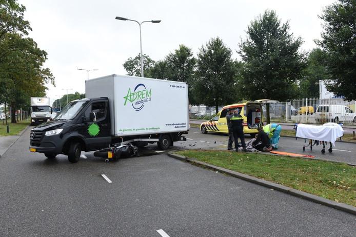 Een motorrijder is vanmiddag gewond geraakt na een ongeval op de Overste den Oudenlaan in Utrecht.