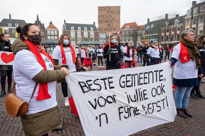 Medewerkers van Intervence voerden vorig jaar december actie op de Markt in Middelburg.