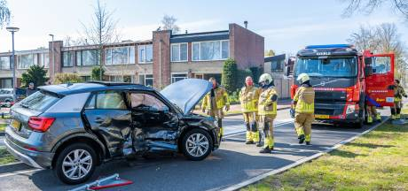 Aanrijding met twee auto's in Goirle, bestuurder gewond