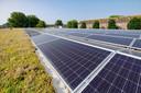 De supermarkt heeft een groen dak met 432 zonnepanelen.