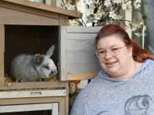 Schuren in Woerden lopen rook- en waterschade op bij brand, maar konijn Bloom is gered