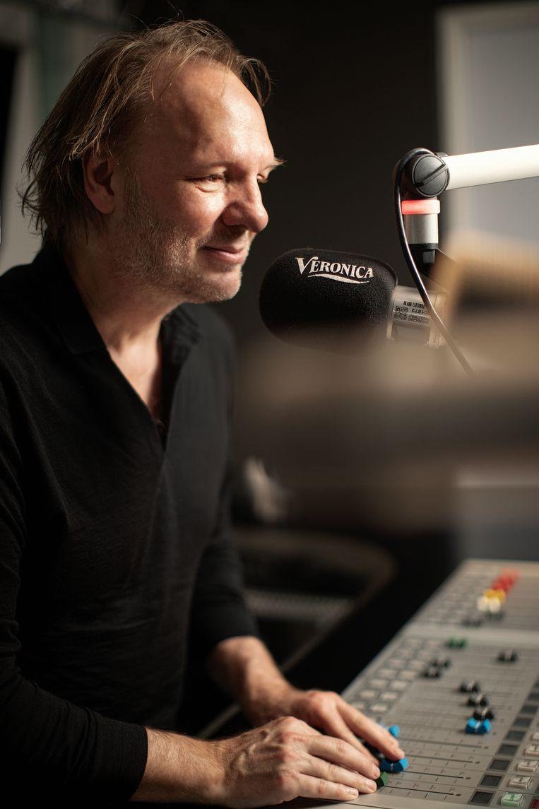 Rob Stenders: 'Ik weet dat je simpelweg gelukkig kunt worden als je je favoriete muziek kunt draaien.' Beeld Malou van Breevoort