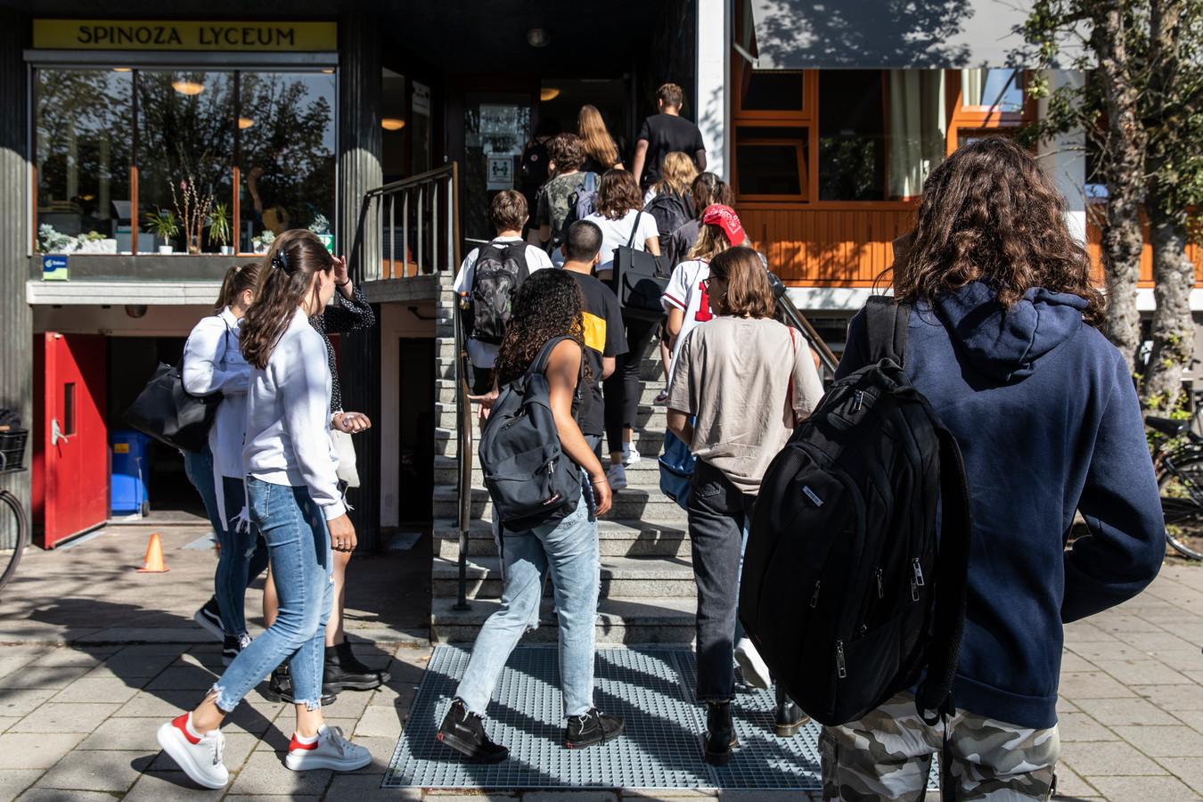 Het Spinoza Lyceum in Amsterdam kreeg in de eerste schoolweek al te maken met een positief geteste leerling in 4 vwo.