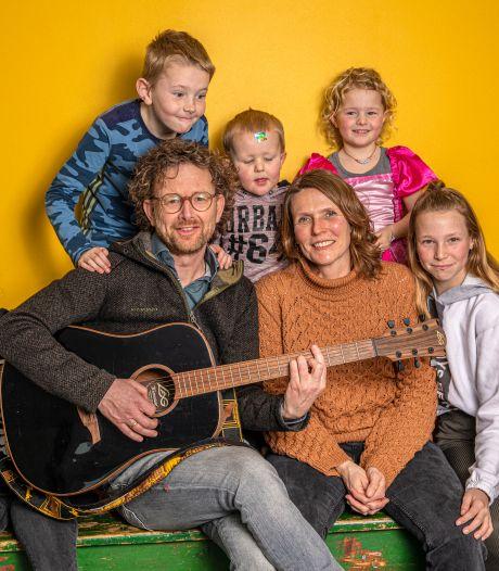 Zwolse ic-verpleegkundige Sietske moest met man en vijf kinderen in quarantaine: 'Ik noem het klein leed'