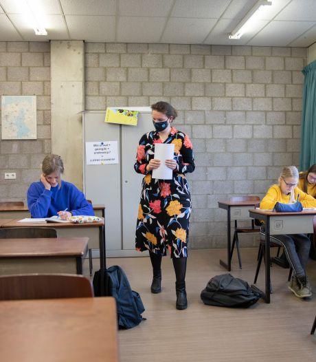 Ballonnen en vlaggetjes op de deur: lessen op Pontes weer begonnen