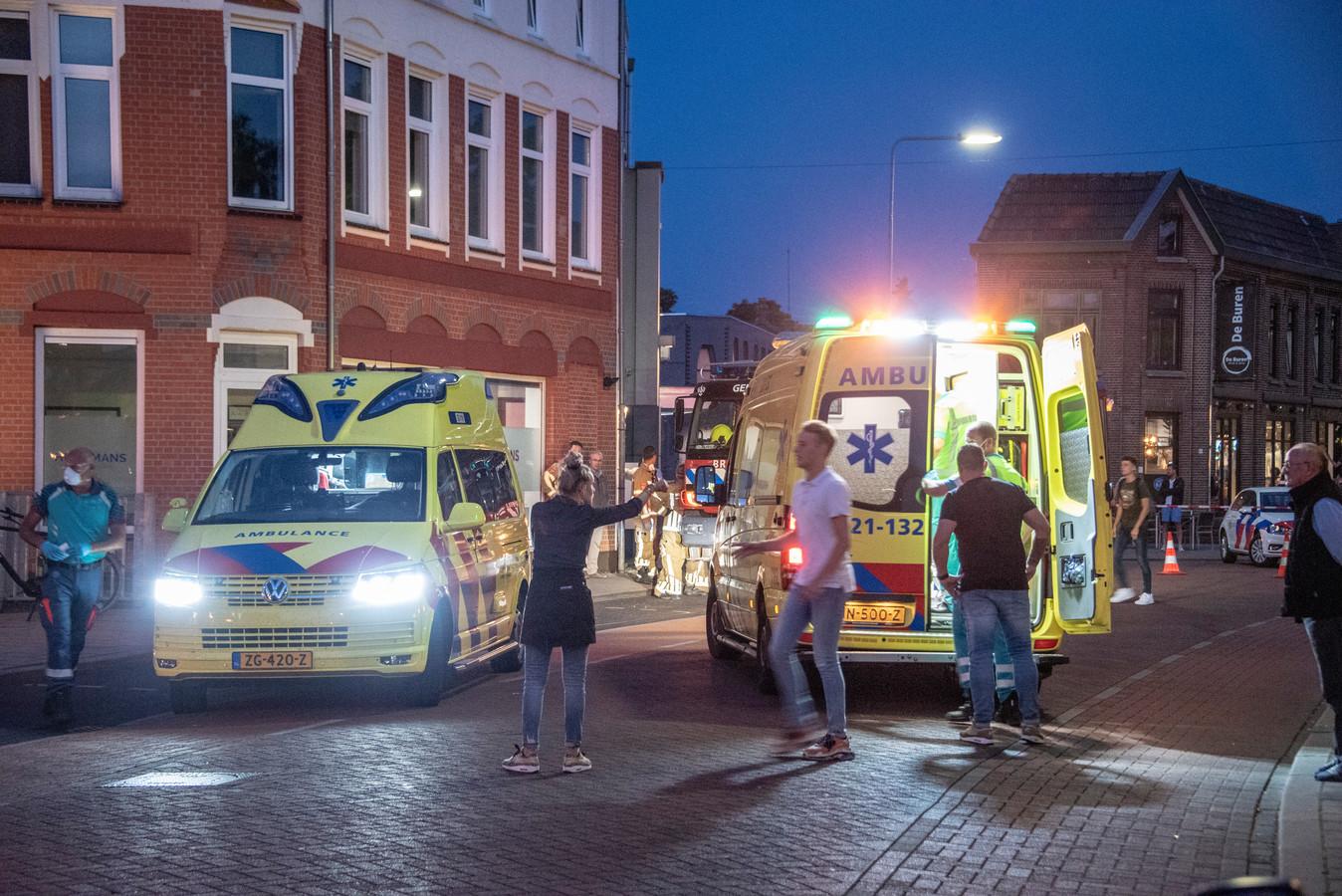 Hulpdiensten rukten 3 juni vorig jaar massaal uit, nadat een auto een terras aan de Zandstraat in Gennep opreed.