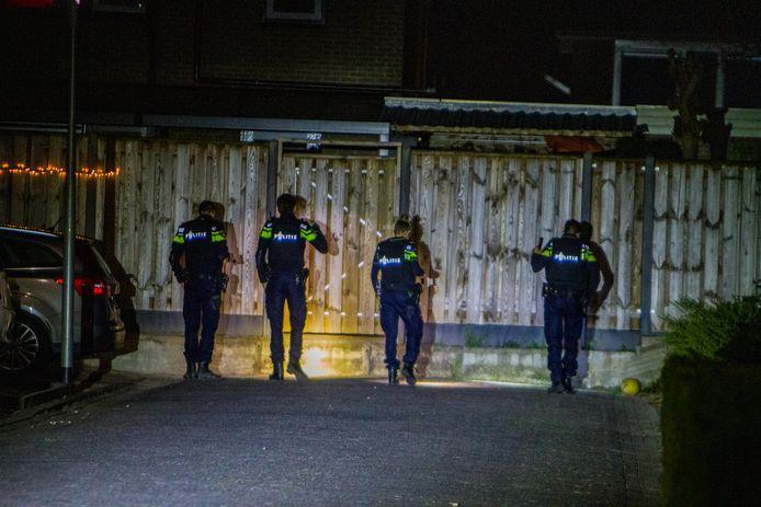 Bij een woning aan de Dreef in Biddinghuizen werden vannacht mogelijk schoten gelost.