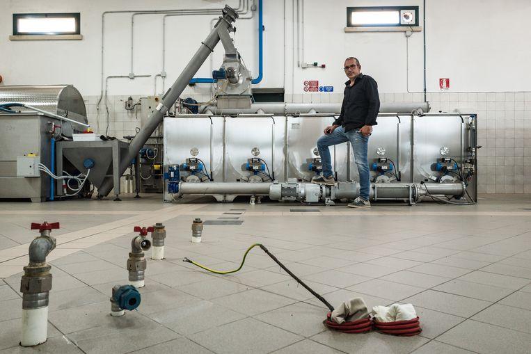 Giovanni Melcarne moest een van zijn oliepersen verkopen. Beeld Nicola Zolin